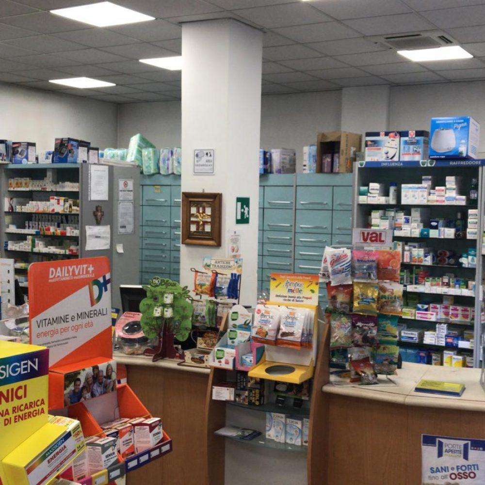 Foto della farmacia torrione dall'interno