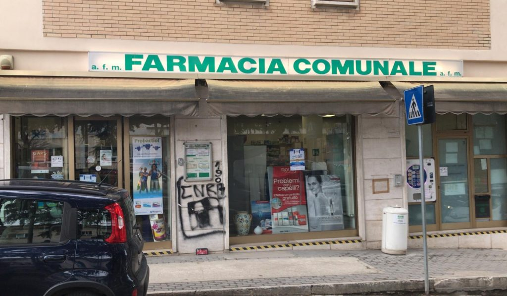 Foto della farmacia torrione dall'esterno